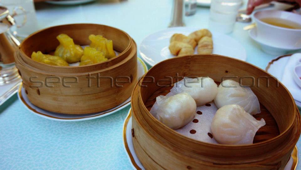 Left: Special Shark Fin Dumplings (翡翠魚翅餃) Right: Foie Gras and Lobster Dumplings (鵝肝龍蝦餃)