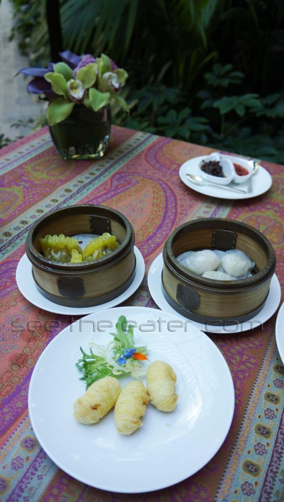 Left back: Special Shark Fin Dumplings (翡翠魚翅餃) Right back: Foie Gras and Lobster Dumplings (鵝肝龍蝦餃) Front: Daikon Puffs (金脆蘿蔔絲)